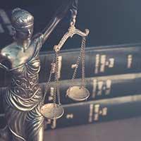 estatua de la dama de la justicia, libros de derecho, Sucesiones y Herencia en Florida
