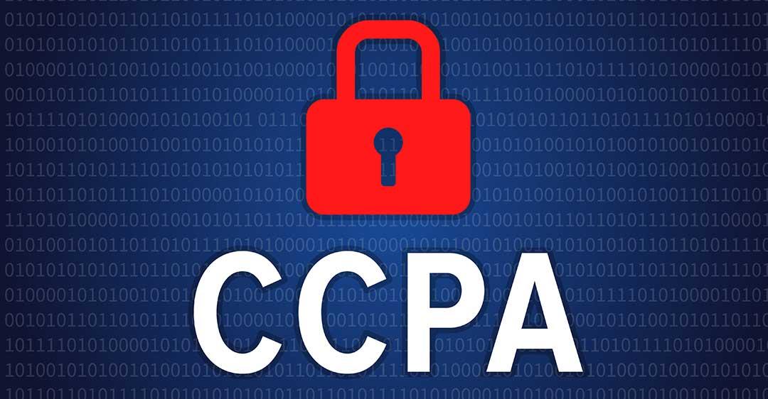 Fondo de código binario con candado rojo con letras CCPA, ley de protección del consumidor de california, impacto de la ccpa en litigios civiles,
